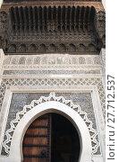 Купить «Horseshoe Arch decorated with Arabic Mosaic and Moroccan Arabesque Carvings at the Medieval Medina of Fes al Bali, Morocco», фото № 27712537, снято 20 апреля 2019 г. (c) PantherMedia / Фотобанк Лори