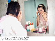 Купить «woman in the bathroom yawns», фото № 27720521, снято 12 декабря 2017 г. (c) Типляшина Евгения / Фотобанк Лори
