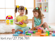 Купить «kids playing with developmental toys at home or kindergarten or playschool», фото № 27736781, снято 18 сентября 2018 г. (c) Оксана Кузьмина / Фотобанк Лори