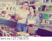 Купить «smiling woman with girl taking literature books in store with prints», фото № 27738573, снято 9 мая 2017 г. (c) Яков Филимонов / Фотобанк Лори