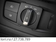 Купить «Headlights button in a car», фото № 27738789, снято 20 февраля 2018 г. (c) PantherMedia / Фотобанк Лори