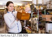 Купить «female is choosing new medicine chest», фото № 27738909, снято 20 декабря 2017 г. (c) Яков Филимонов / Фотобанк Лори