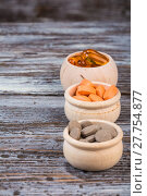 Купить «Homeopathic pills in wooden containers on desk», фото № 27754877, снято 18 июля 2019 г. (c) PantherMedia / Фотобанк Лори