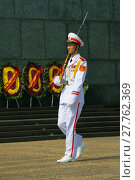 Купить «Марширующий вьетнамский солдат крупным планом. Почетный караул у Мавзолея Хо Ши Мина. Ханой», фото № 27762369, снято 10 января 2016 г. (c) Виктор Карасев / Фотобанк Лори