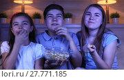 Купить «A group of children watching a comedy film at home in the evening», видеоролик № 27771185, снято 2 июля 2017 г. (c) Алексей Кузнецов / Фотобанк Лори
