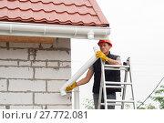 installation gutter system. Стоковое фото, фотограф Myroslav Kuchynskyi / Фотобанк Лори