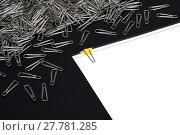 Купить «Paperclips with paper note», фото № 27781285, снято 19 марта 2019 г. (c) PantherMedia / Фотобанк Лори