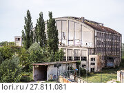 Купить «Old ruined industrial building», фото № 27811081, снято 18 июня 2019 г. (c) PantherMedia / Фотобанк Лори