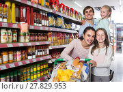 Купить «parents with two kids and purchases in shopping cart», фото № 27829953, снято 21 июля 2018 г. (c) Яков Филимонов / Фотобанк Лори