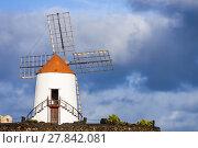 Купить «beautiful windmill in lanzarote», фото № 27842081, снято 16 декабря 2018 г. (c) PantherMedia / Фотобанк Лори