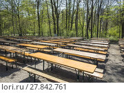 Купить «empty beergarden tables in the english Garden in Munich», фото № 27842761, снято 23 июля 2019 г. (c) PantherMedia / Фотобанк Лори