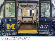 Купить «Detroit, Michigan - A small driverless electric bus that shuttles students around the University of Michigan, on display at the North American International...», фото № 27846617, снято 14 января 2018 г. (c) age Fotostock / Фотобанк Лори