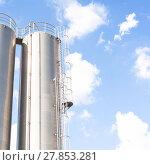 Купить «Industrial silos for refinery», фото № 27853281, снято 16 июля 2019 г. (c) PantherMedia / Фотобанк Лори
