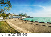 Купить «Морские изгибы The shore of the emerald Black Sea in Sochi», фото № 27858645, снято 20 января 2018 г. (c) Baturina Yuliya / Фотобанк Лори