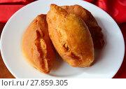 Купить «Hot pies with fruit on a white plate.», фото № 27859305, снято 18 февраля 2018 г. (c) PantherMedia / Фотобанк Лори