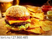 Купить «Cheeseburger with beer and nacho snacks», фото № 27860485, снято 20 марта 2019 г. (c) PantherMedia / Фотобанк Лори