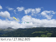 Купить «autumn fall wind fly flying», фото № 27862805, снято 19 октября 2019 г. (c) PantherMedia / Фотобанк Лори