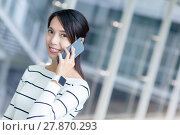 Купить «Woman wearing smart watch and talking to mobile phone», фото № 27870293, снято 16 января 2019 г. (c) PantherMedia / Фотобанк Лори