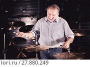 Купить «Man is playing on drum set», фото № 27880249, снято 18 сентября 2017 г. (c) Яков Филимонов / Фотобанк Лори
