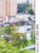 Купить «rain drops on window and blurred cityscape», фото № 27885489, снято 13 июля 2020 г. (c) PantherMedia / Фотобанк Лори