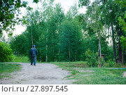 Купить «Homeless man walking in park», фото № 27897545, снято 22 июля 2019 г. (c) PantherMedia / Фотобанк Лори