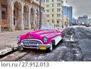 Купить «HAVANA- JANUARY 27, 2013: Old American retro car (50th years of the last century), an iconic sight in the city, on the Malecon street», фото № 27912013, снято 27 января 2013 г. (c) Куликов Константин / Фотобанк Лори