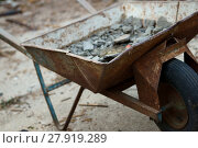 Купить «half-full,older wheelbarrow loaded on a construction site with construction debris.», фото № 27919289, снято 16 октября 2019 г. (c) PantherMedia / Фотобанк Лори