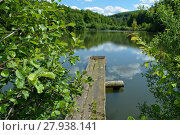 Купить «wooden pier on the lake with reflection in the water», фото № 27938141, снято 25 марта 2019 г. (c) PantherMedia / Фотобанк Лори