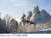 Купить «Winter landscape with snow-covered rocks on the top of the Ural ridge is the border between Europe and Asia in the Middle Urals», фото № 27943065, снято 12 января 2018 г. (c) Евгений Харитонов / Фотобанк Лори