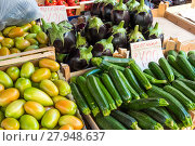 Купить «courgettes and aubergines for sale at a market», фото № 27948637, снято 17 марта 2018 г. (c) PantherMedia / Фотобанк Лори