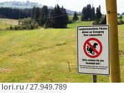 Купить «sign - remove on agricultural land dog feces», фото № 27949789, снято 12 декабря 2018 г. (c) PantherMedia / Фотобанк Лори