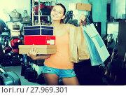 Купить «teenager female holding boxes in shoes boutique», фото № 27969301, снято 15 сентября 2016 г. (c) Яков Филимонов / Фотобанк Лори