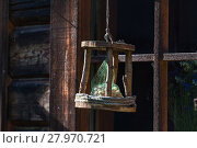 Купить «Handcrafted log cabin birdhouse. Close-up», фото № 27970721, снято 21 октября 2018 г. (c) PantherMedia / Фотобанк Лори