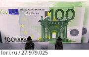 Купить «Overhead video shot of counting 100 euro banknotes on currency counter machine, close-up», видеоролик № 27979025, снято 6 января 2018 г. (c) Алексей Кузнецов / Фотобанк Лори