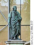 Купить «Памятник Шиллеру в Зальцбурге, Австрия», фото № 27986517, снято 24 мая 2017 г. (c) Михаил Марковский / Фотобанк Лори