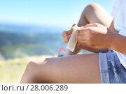 Купить «first aid kit,sticking plaster on knee», фото № 28006289, снято 27 мая 2019 г. (c) PantherMedia / Фотобанк Лори