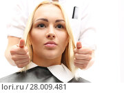 Купить «haircut,combing a woman at the hairdresser. how to choose a hairstyle to shape your face», фото № 28009481, снято 16 октября 2019 г. (c) PantherMedia / Фотобанк Лори