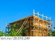 Купить «Строительство деревянного дачного жилого дома. Подмосковье.», фото № 28010249, снято 10 августа 2017 г. (c) Устенко Владимир Александрович / Фотобанк Лори