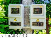Купить «Уличный шкаф или бокс для размещения счётчиков электрической энергии на двух пользователей. Подмосковье.», фото № 28011413, снято 29 июня 2017 г. (c) Устенко Владимир Александрович / Фотобанк Лори