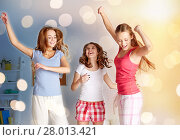 Купить «happy friends or teen girls having fun at home», фото № 28013421, снято 14 ноября 2015 г. (c) Syda Productions / Фотобанк Лори