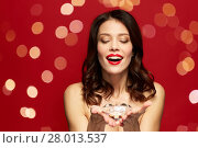 Купить «beautiful woman with red lipstick holding diamond», фото № 28013537, снято 5 января 2018 г. (c) Syda Productions / Фотобанк Лори
