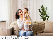 Купить «happy smiling mother with baby daughter at home», фото № 28014125, снято 11 ноября 2017 г. (c) Syda Productions / Фотобанк Лори