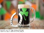Купить «shamrock on glass of beer and horseshoe on table», фото № 28014525, снято 31 января 2018 г. (c) Syda Productions / Фотобанк Лори