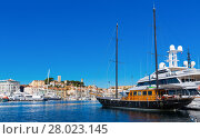 Купить «Port of Cannes and boats at the French Riviera», фото № 28023145, снято 3 декабря 2017 г. (c) Яков Филимонов / Фотобанк Лори