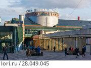 Купить «Площадь перед Ладожским вокзалом. Санкт-Петербург», эксклюзивное фото № 28049045, снято 11 апреля 2017 г. (c) Александр Щепин / Фотобанк Лори