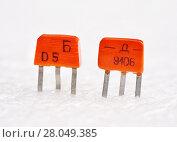 Купить «Транзисторы КТ315Б и КТ361Д», эксклюзивное фото № 28049385, снято 14 января 2018 г. (c) Dmitry29 / Фотобанк Лори