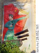 Героям Хасана. ЖД мост, барельеф - танкист. (2012 год). Редакционное фото, фотограф Сергей Гусаров / Фотобанк Лори