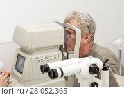 Купить «Mature man is checked for vision on diagnostic equipment», фото № 28052365, снято 13 февраля 2018 г. (c) Юлия Бабкина / Фотобанк Лори