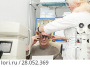 Купить «Woman optometrist checks vision for a mature man», фото № 28052369, снято 13 февраля 2018 г. (c) Юлия Бабкина / Фотобанк Лори