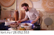 Купить «Crockery creation process in pottery on potters' wheel», видеоролик № 28052553, снято 24 марта 2016 г. (c) Алексей Кузнецов / Фотобанк Лори